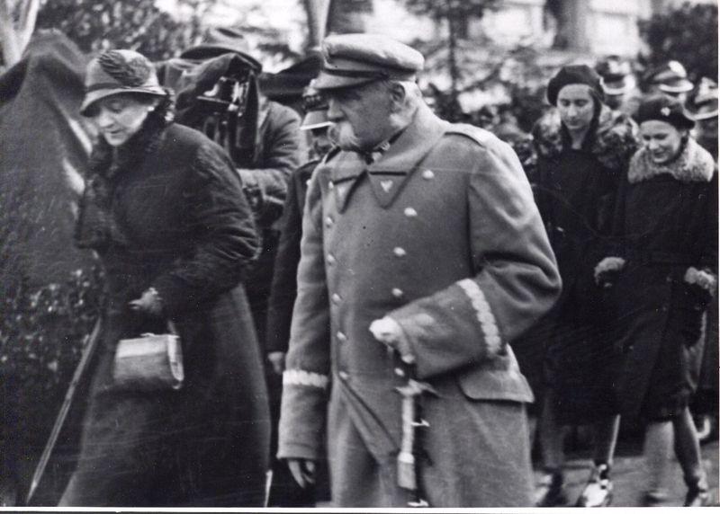 Józef Piłsudski z żoną Aleksandrą i córkami Wandą i Jadwigą