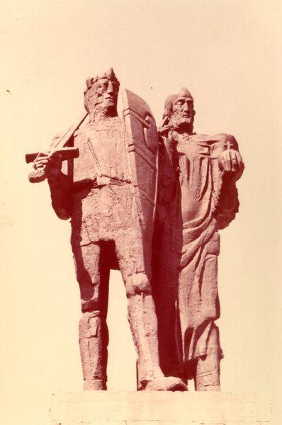 Gniezno, pomnik Mieszka I i Bolesława Chrobrego