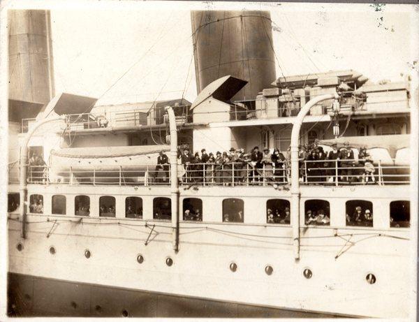 Statek dobijący do portu w Nowym Jorku