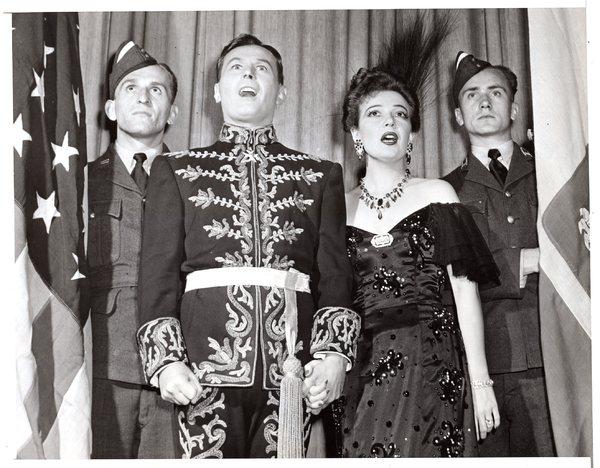 Obchody czwartej rocznicy wybuchu II Wojny Światowej, Nowy Jork, Tenor Jan Kiepura, Marta Eggrth, 1943 r.
