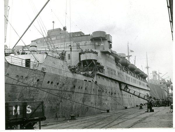 Statek transportujący polskich ewakuowanych z Rosji Sowieckiej do Iranu, wiosna 1942 r.