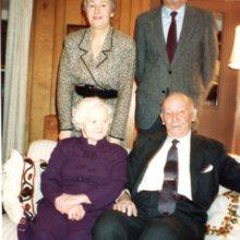 Zdjęcie prof. Wacława Jędrzejewicza z żoną, córką Ewą i zięciem Andrzejem Beckiem,  USA